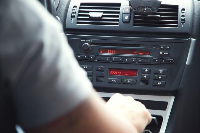 Las 50 canciones más populares para escuchar en el coche