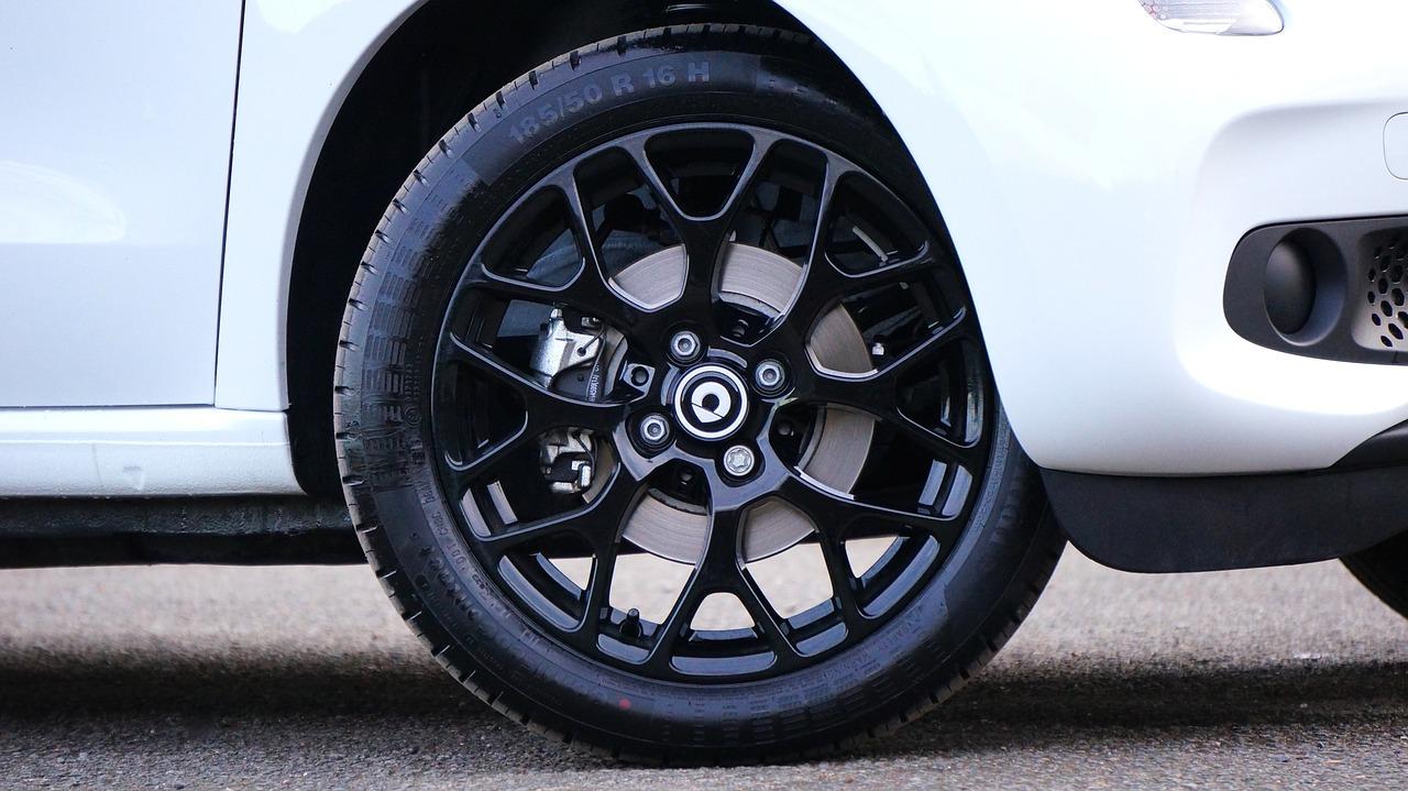 Com saber si les rodes del teu vehicle estan ben alineades?
