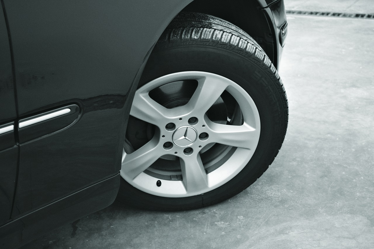 ¿Cómo limpiar las llantas de las ruedas del coche?