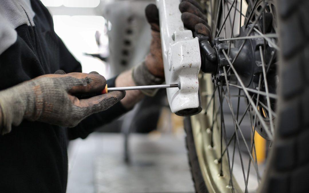 Cómo cambiar las ruedas del coche en 7 pasos