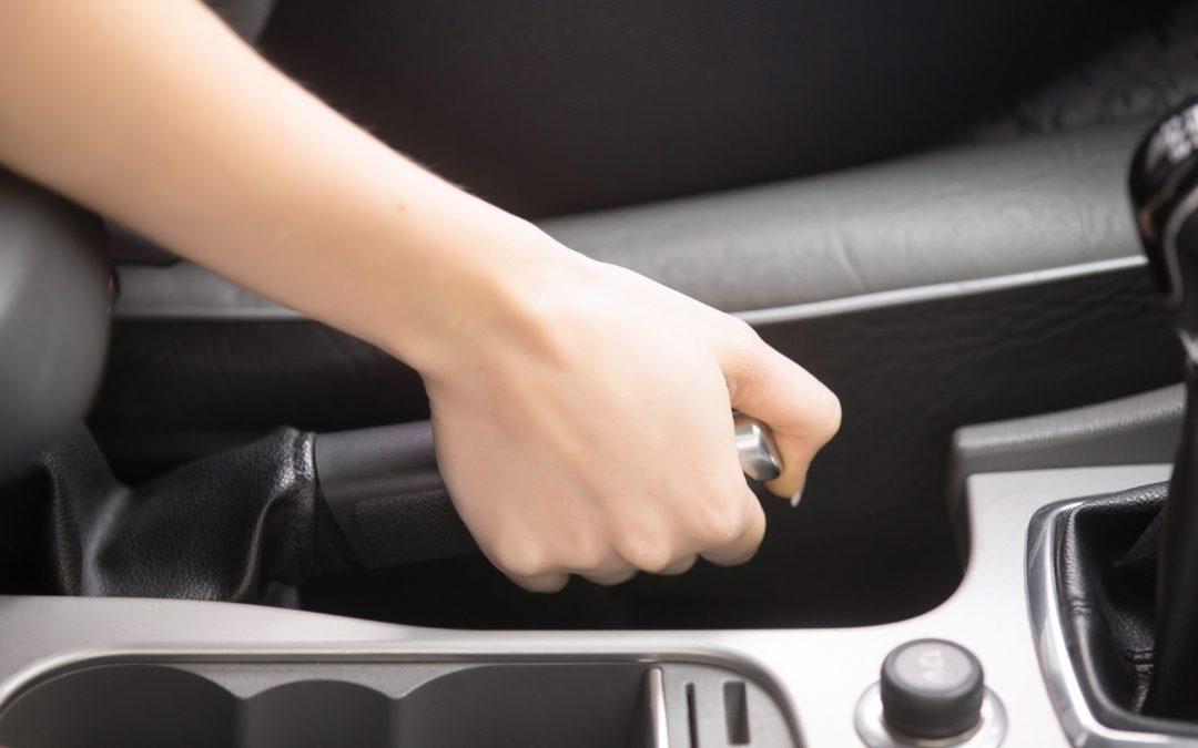 Com garantir un bon manteniment del sistema de frenat del vehicle?